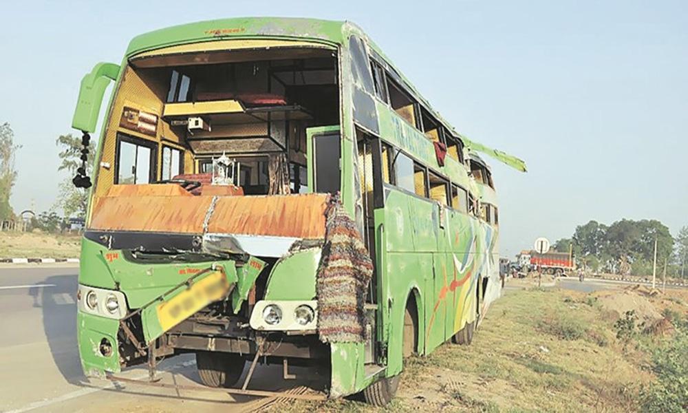 مٹھی سے کراچی آنیوالی بس کو حادثہ، 7 مسافر جاں بحق