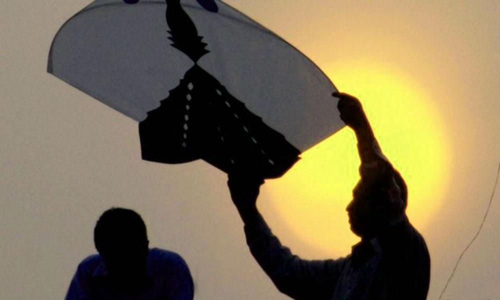 سیالکوٹ: پتنگ کی ڈور نے بچی کی جان لے لی، باپ شدید زخمی