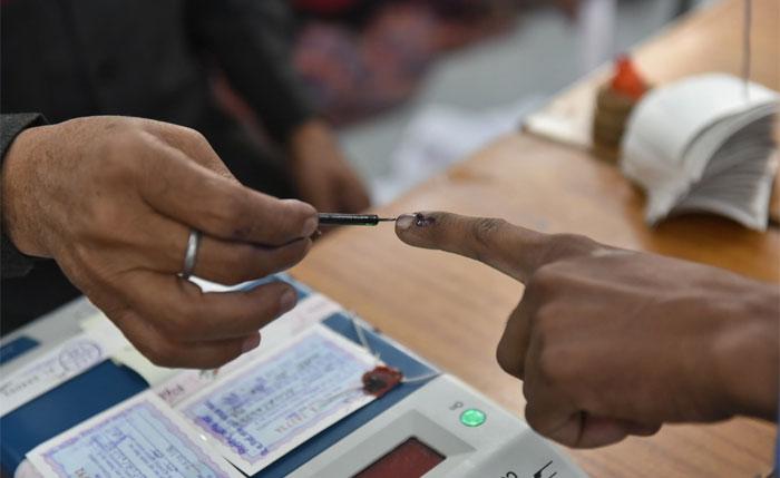 بھارتی نوجوان نے بی جے پی کو ووٹ دینے پر انگلی کاٹ لی