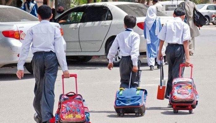 کے پی، پرائیویٹ اسکولوں کو فیس واپس کرنے کی ہدایت