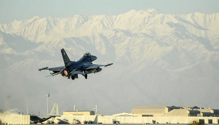 امریکی بمباری: طالبان کا سینئر کمانڈر اور 17 جنگجو ہلاک