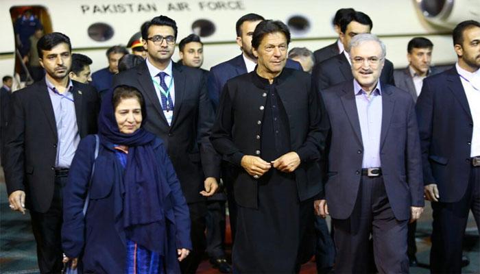 وزیراعظم عمران خان تہران پہنچ گئے