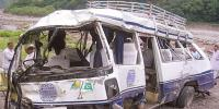 2 Killed And 18 Injured In Van Accident In Azad Kashmir