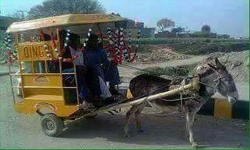 پیٹرول مہنگا ہونے پر لاہور میں کھوتا چنگچیاں چلنے لگیں