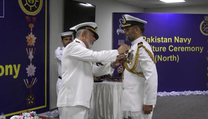 پاک بحریہ کے آفیسرز کو عسکری ایوارڈز تفویض کیا گیا