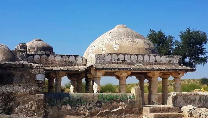 تھرپارکرمیں عدم توجہی، تاریخی عمارتیں کھنڈر بن گئیں
