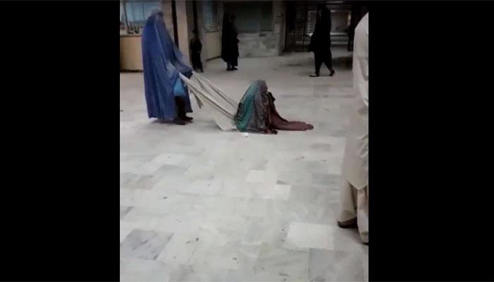 مریضہ کی گھسیٹ کرلے جانے کی ویڈیو وائرل