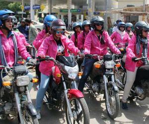 کراچی کی سڑکوں پرخواتین رائیڈرز کی ریلی