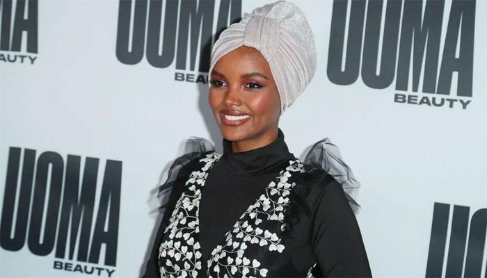 حلیمہ کی برقینی پہن کر اسپورٹس میگزین کے لیے ماڈلنگ
