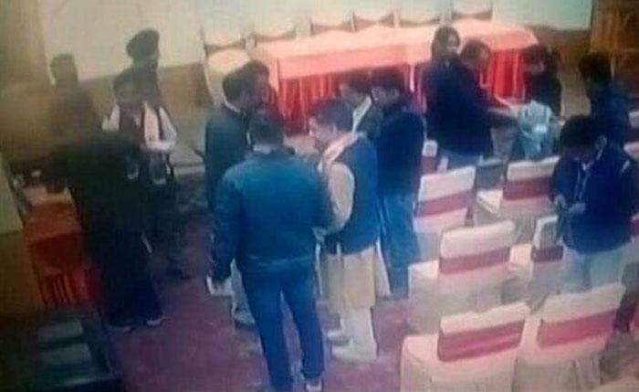 مودی سرکار الیکشن جیتنے کے لیے صحافیوں کو خریدنے لگی