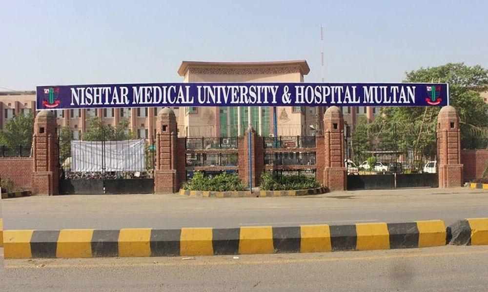 نشتر اسپتال ملتان کے ہڑتالی ڈاکٹروں کیخلاف کارروائی کا فیصلہ