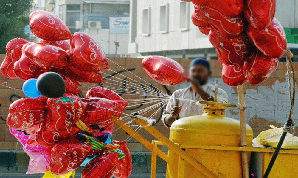 نیو کراچی میں غبارے والے کا سلنڈر پھٹنے سے 3 افراد زخمی