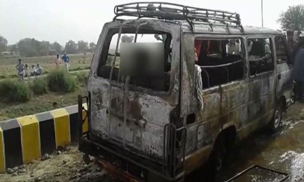 کندھ کوٹ: وین میں سلنڈر پھٹ گیا، 5 مسافر جاں بحق