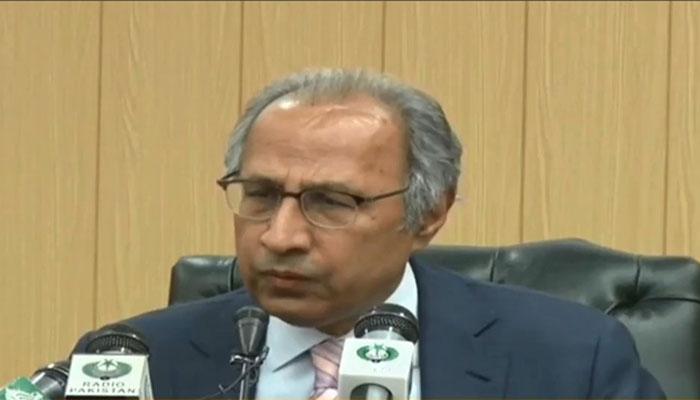 پریس کانفرنس میں شور شرابہ پر حفیظ شیخ اٹھ گئے
