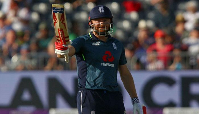 انگلینڈ کے تیس اوورز میں دو وکٹوں  پر 244رنز