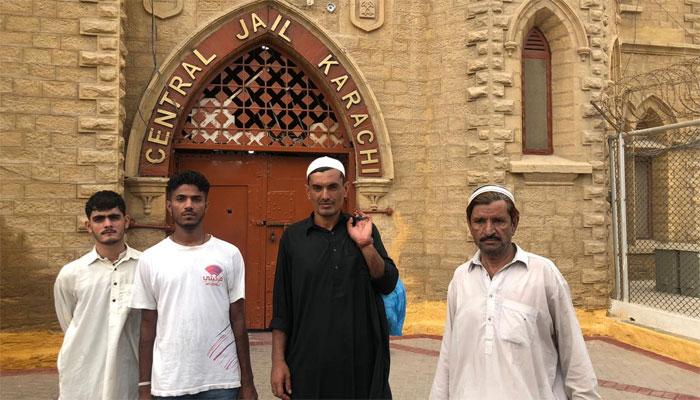 کراچی، شہری نے جرمانہ ادا کرکے 4 قیدیوں کو رہائی دلا دی