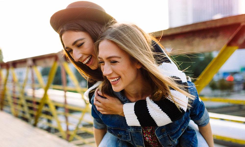 خوش رہیں، خوشی پھیلائیں، مثبت سوچ اپنائیں