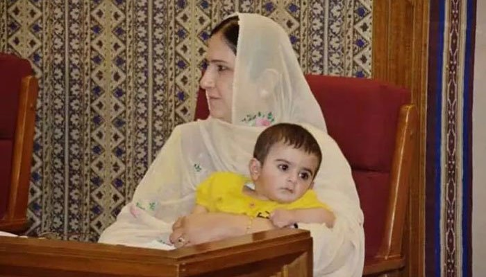 خاتون رکن بیمار بچےکو بلوچستان اسمبلی میں ساتھ نہ لیجانے دینے پر افسردہ