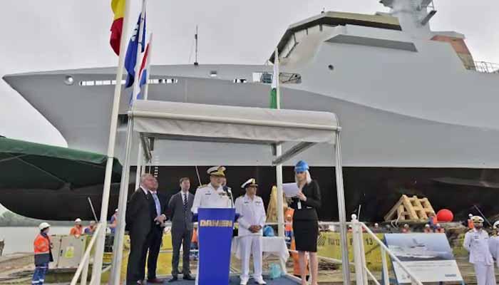 پاک بحریہ کیلئےبنائےجانےوالےجنگی جہاز کی رومانیہ میں لانچنگ