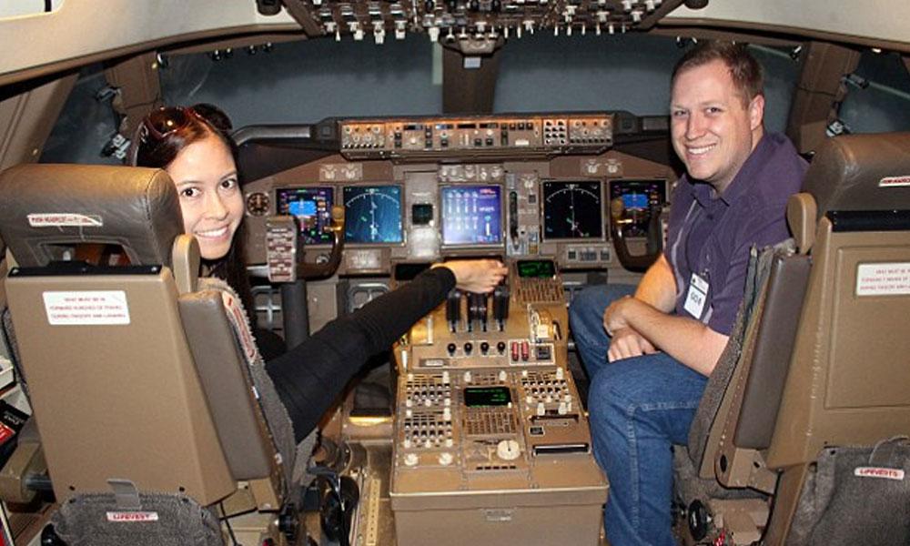 ہاتھوں کے بجائے پیروں سے جہاز اڑانے والی خاتون پائلٹ