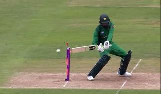 Shoaib Malik Clatters His Own Stumps Twitter Cant Stop Laughing