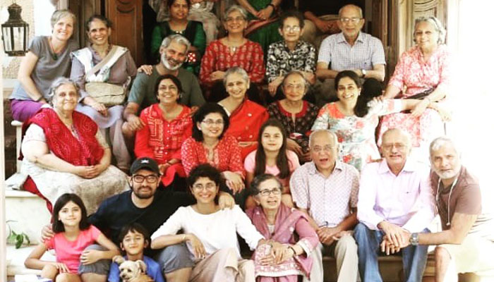 عامر خان کی والدہ کی 75ویں سالگرہ، خاندانی تصویر شیئر