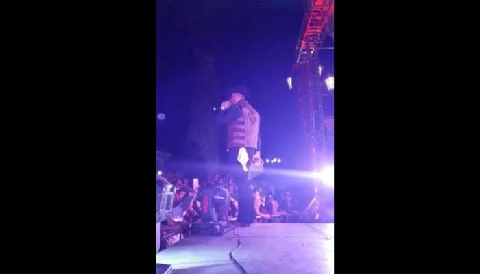 میکسیکو : کنسرٹ کے دوران گلوکار آگ کے شعلے کی لپیٹ