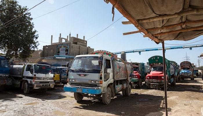 کراچی واٹر بورڈ کی کارورائی، غیر قانونی ہائیڈرنٹ پکڑلیا