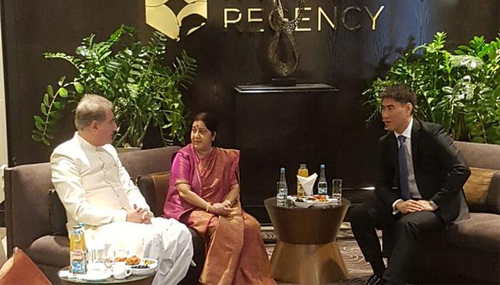 شاہ محمود کی کرغزستان میں سشما سوراج سے ملاقات