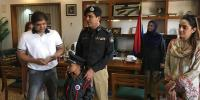 Karachi 9 Years Old Sub Inspector Meets Karachi Police Chief Dr Ameer Sheikh