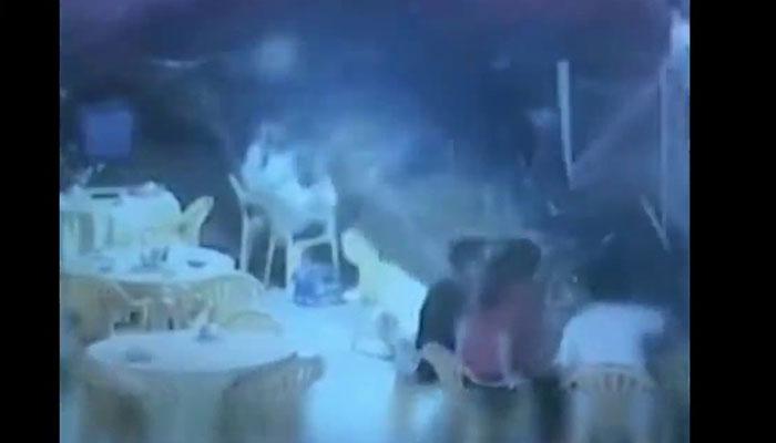چین: بارہویں منزل سے گرنے والا شخص بچ گیا