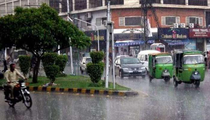 لاہور، گجرات سمیت پنجاب کے کئی شہروں میں بارش