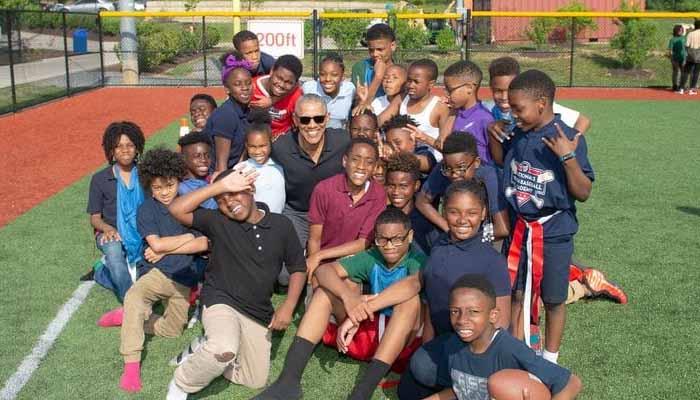 باراک اوباما کا واشنگٹن میں یوتھ اکیڈمی کا دورہ