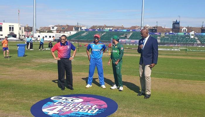 پاکستان کا ٹاس جیت کر نبیٹنگ کا فیصلہ