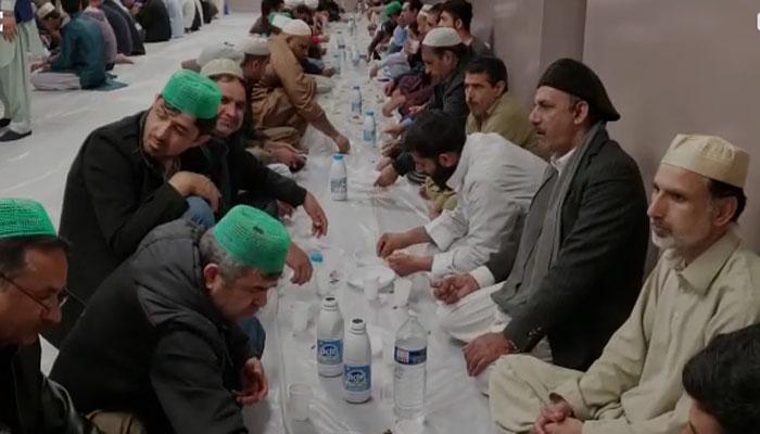پیرس میں مقیم پاکستانی سیاسی رہنمائوں کی افطار پارٹی