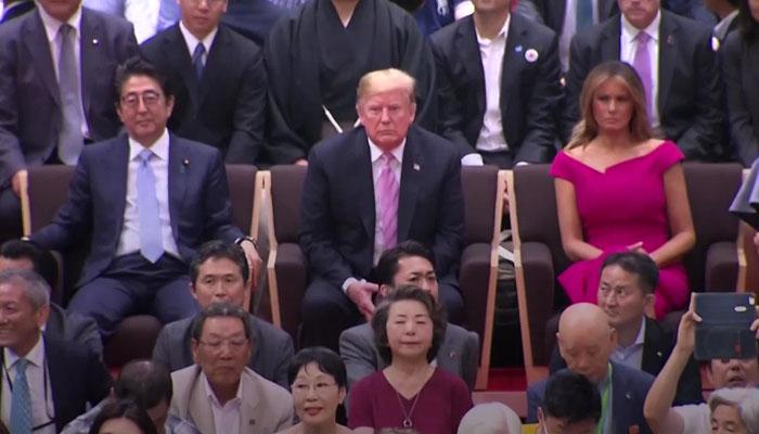 ٹرمپ نے میلانیا کےہمراہ جاپانی سومو ریسلنگ دیکھی