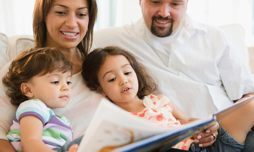کیا بچے با آسانی دو زبانیں سیکھ، سمجھ اور بول سکتے ہیں؟