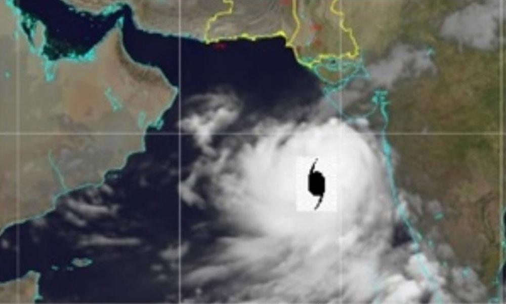 سمندری طوفان کا فاصلہ کراچی سے مزید کم