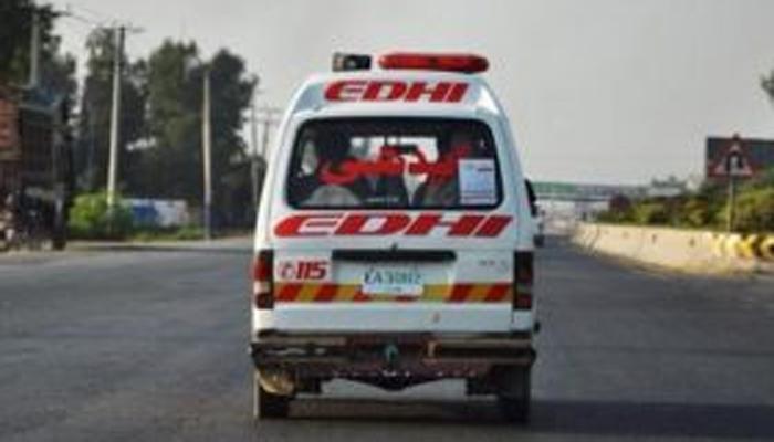 ایم نائن موٹر وے پر مسافر وین کی ٹکر سے 3 افراد جاں بحق