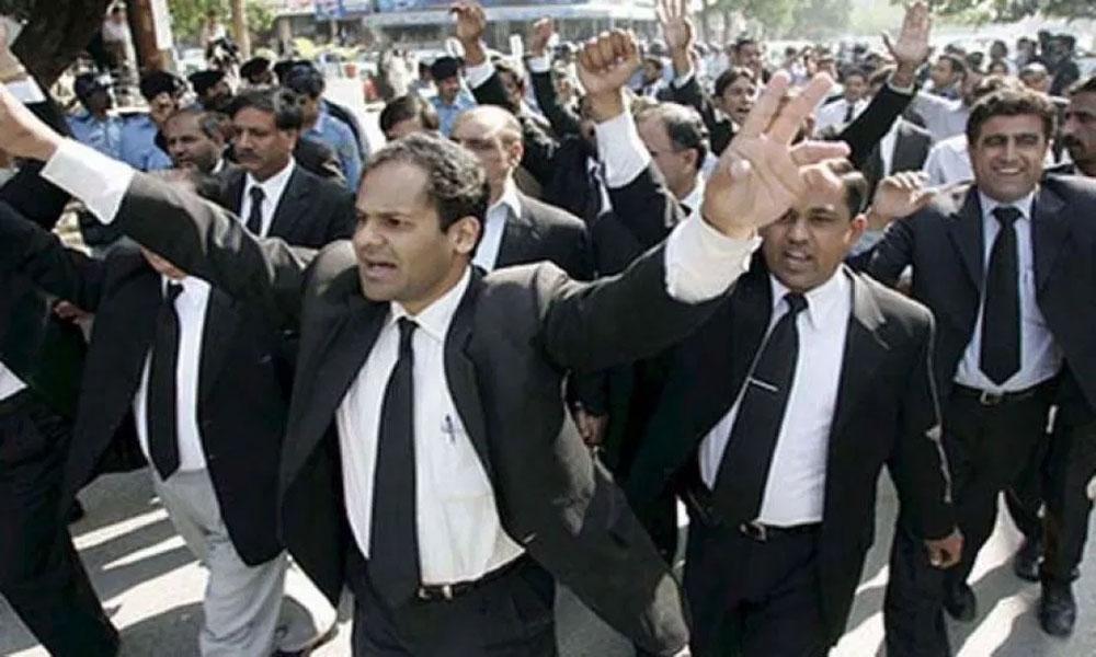 ججز کیخلاف ریفرنسز پر احتجاج، وکلاء تقسیم ہو گئے