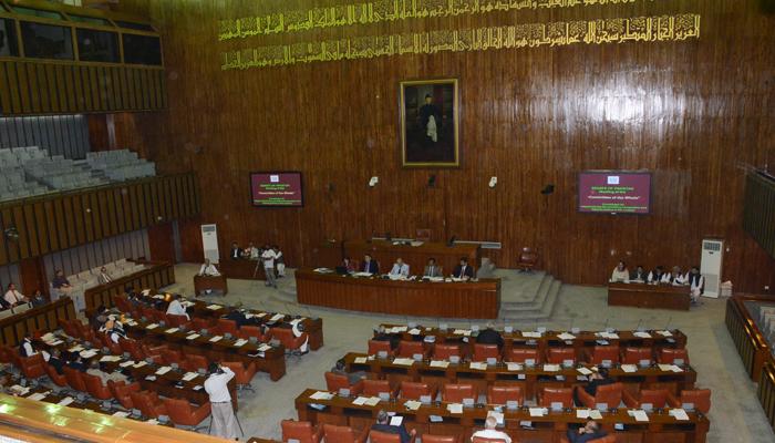 اپوزیشن جماعتوں کا سینیٹ سے واک آؤٹ