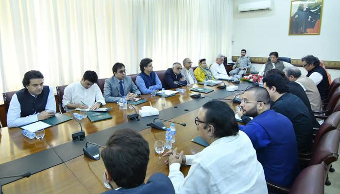 'پاکستانی معیشت اب ٹیک آف کرے گی'