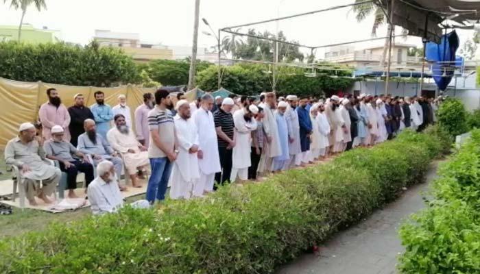 کراچی میں باران رحمت کیلئے نماز استسقا ء کی ادائیگی