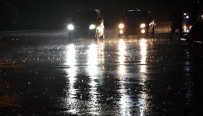 کراچی میں بوندا باندی، موسم خوشگوار ہونا شروع