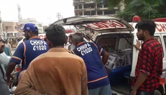 کراچی، ٹرین کی ٹکرسےماں اورکمسن بچہ جاں بحق، بچی زخمی