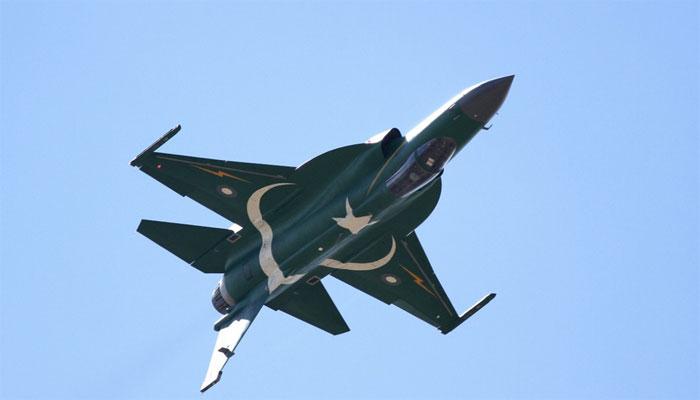 پیر س ائیر شوکا افتتاح،پاک فضائیہ کے طیاروں کی گھن گرج