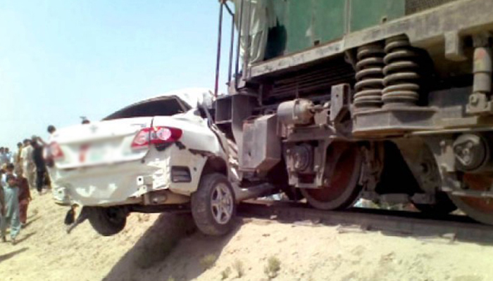 حیدرآباد ٹرین اور کار میں تصادم،3 افراد جاں بحق