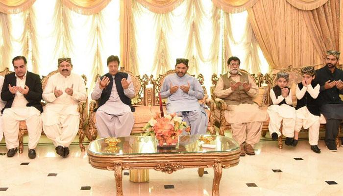 عمران خان کا دورہ گھوٹکی، وفاقی وزیر کی وفات پر تعزیت