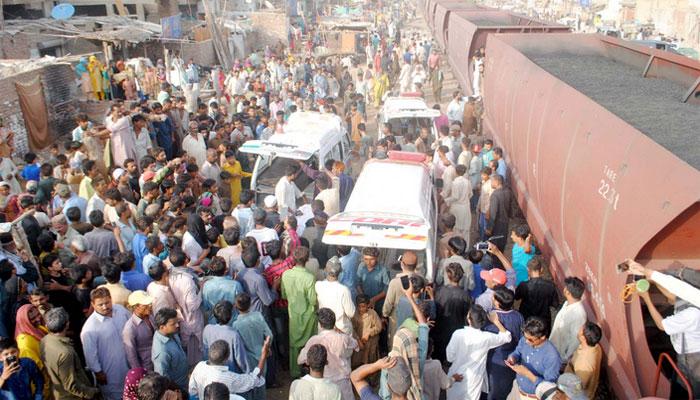 حیدرآباد: ٹرین حادثہ، تین افراد ہلاک، ریل ٹریفک معطل