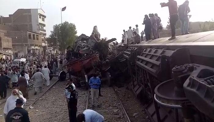 ٹرین حادثہ: اندرون ملک کیلئے ریل ٹریفک معطل